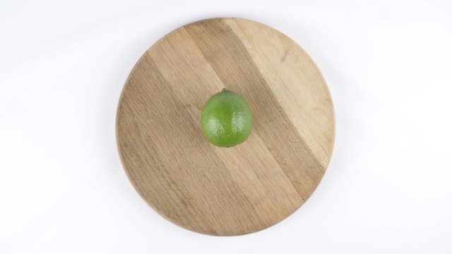 Amount of calories in lime, male hand puts a plate with the number of calories on a lime, top shot 60 fps video