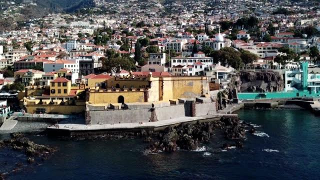 vídeos de stock e filmes b-roll de amphitheater city of funchal, madeira island, portugal - ilha da madeira