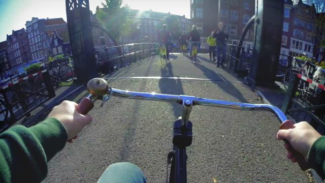 Amsterdam per Fahrrad-Touristen auf Fahrrädern – Video