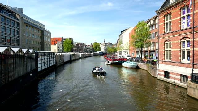 amsterdams kanaler med flytande marknad - blomstermarknad bildbanksvideor och videomaterial från bakom kulisserna