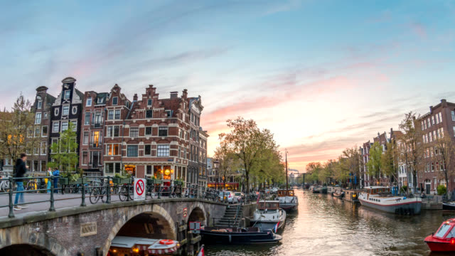 amsterdam netherlands time lapse 4k, city skyline sunset timelapse at canal waterfront - amsterdam video stock e b–roll
