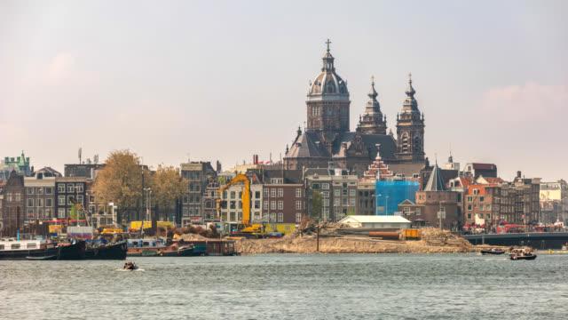 vidéos et rushes de time-lapse amsterdam pays-bas 4k, ville skyline timelapse à la basilique de saint nicolas - saint nicolas