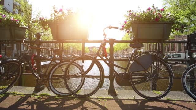 運河と自転車のアムステルダム ビデオ