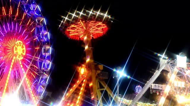 Freizeitpark bei Nacht – Video