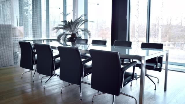 ds の空のミーティングルーム - テーブル 無人のビデオ点の映像素材/bロール