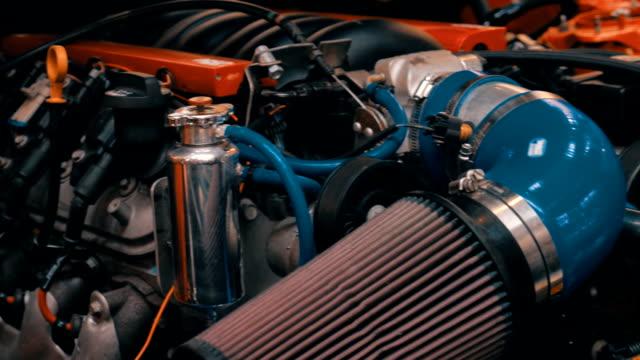 silnik spalania wewnętrznego o wyścigów samochodów - silnik filmów i materiałów b-roll