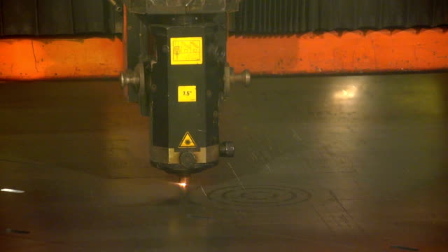 An oblong robot device makes zigzag movements while welding a metal sheet video