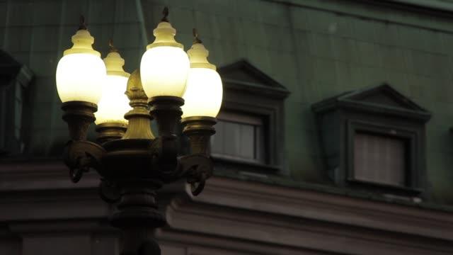 en gammal lampa post i plaza de mayo, buenos aires, argentina. - maj bildbanksvideor och videomaterial från bakom kulisserna