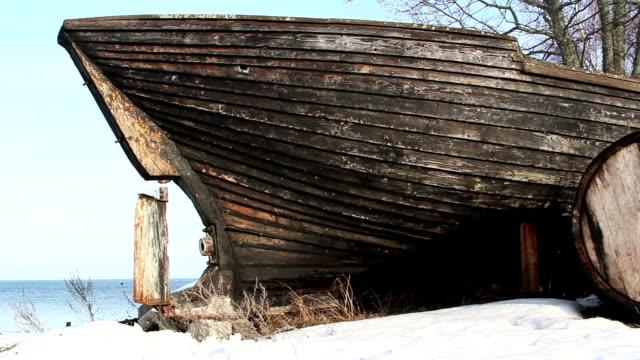 an old wrecked wooden boat - skrov bildbanksvideor och videomaterial från bakom kulisserna