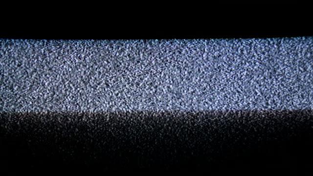 tv analog statisk våg över skärmen - oväsen bildbanksvideor och videomaterial från bakom kulisserna