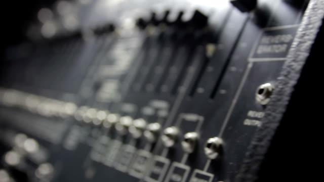 vidéos et rushes de analogique synthétiseur - synthétiseur