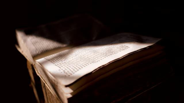 древняя книга - ветхий завет стоковые видео и кадры b-roll