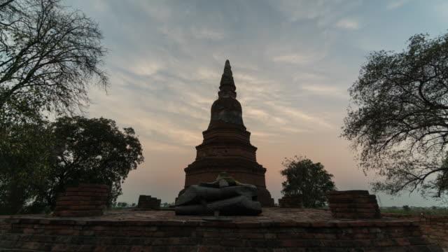 ayutthaya tayland, hızlandırılmış hareket, 4k(uhd) antik kenti - stupa stok videoları ve detay görüntü çekimi