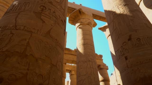 antika kolonner av karnaktemplet i luxor. egypten - fornhistorisk tid bildbanksvideor och videomaterial från bakom kulisserna