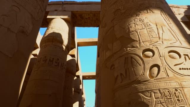 antika kolonner av karnaktemplet i luxor. egypten - egyptisk kultur bildbanksvideor och videomaterial från bakom kulisserna
