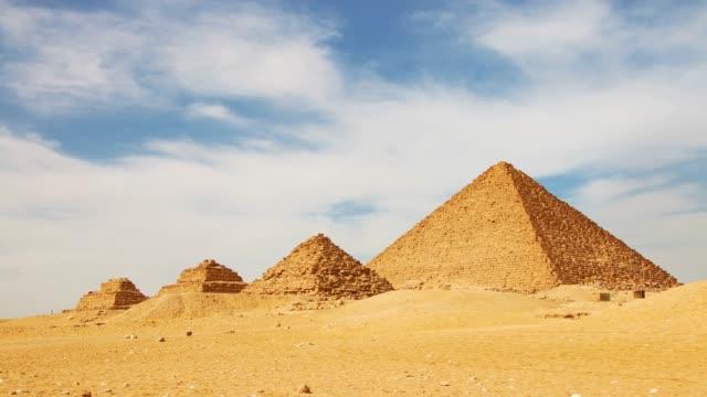 forntida egyptiska pyramider, symbol för egypten. - pyramidform bildbanksvideor och videomaterial från bakom kulisserna