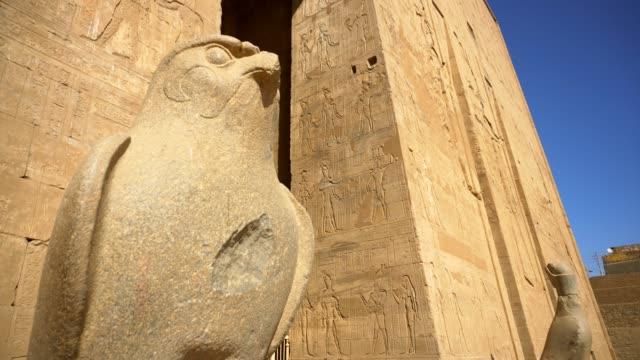antika horus i edfu templet i luxor. egypten - egyptisk kultur bildbanksvideor och videomaterial från bakom kulisserna