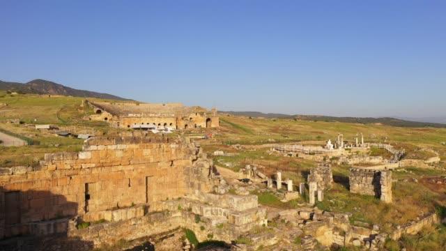 ancient ruins of hierapolis pamukkale - средиземноморская культура стоковые видео и кадры b-roll