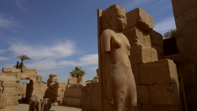 antika skulpturer av karnaktemplet i luxor. egypten - egyptisk kultur bildbanksvideor och videomaterial från bakom kulisserna