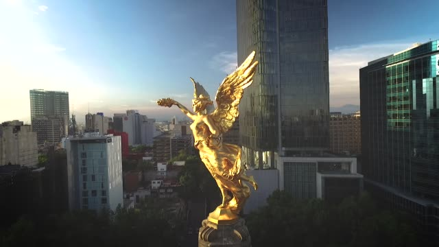 Angel of Independence, Mexico City principal estatua representativa de la independencia de MExico vista desde un drone independence stock videos & royalty-free footage