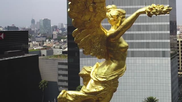 vídeos de stock, filmes e b-roll de anjo da independência, cidade do méxico - característica arquitetônica
