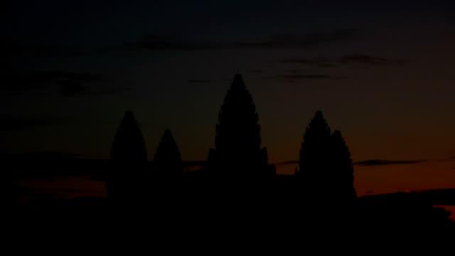 angkor wat am morgen - kambodschanische kultur stock-videos und b-roll-filmmaterial