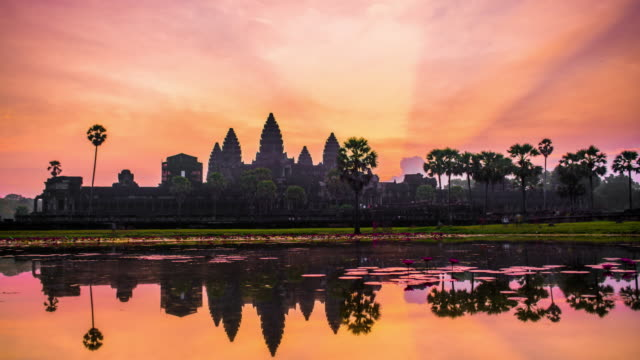 angkor wat, siem reap, cambodia 4k timelapse - cambogia video stock e b–roll