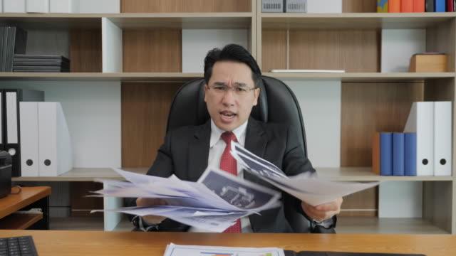 stockvideo's en b-roll-footage met boos zakenman gooien van papers in de camera. - aziatische etniciteit