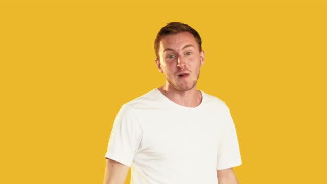 angry man portrait rage violence furious yelling - maglietta bianca video stock e b–roll