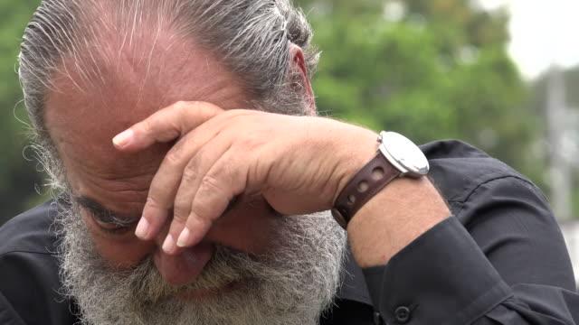 vídeos y material grabado en eventos de stock de barbudo hombre enojado antiguo - vibrisas