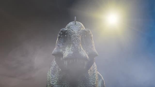 animer un cours dinosaure Tyrannosaurus Rex 3d render sur fond foncé - Vidéo