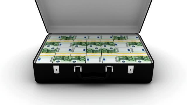 animierte koffer mit stapel von 100 euro - euros cash stock-videos und b-roll-filmmaterial