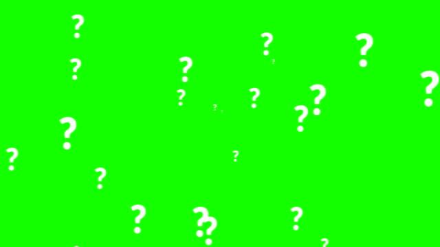 vidéos et rushes de animation d'un grand nombre de point d'interrogation blanc se déplaçant sur le fond d'écran vert clé chroma - question