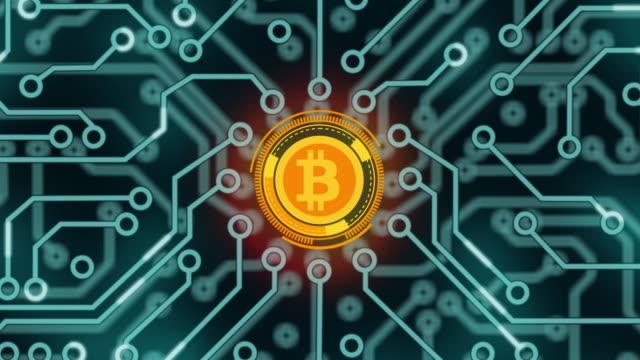 stockvideo's en b-roll-footage met animatie van printplaat met gegevensoverdracht naar bitcoin-teken. - bitcoin