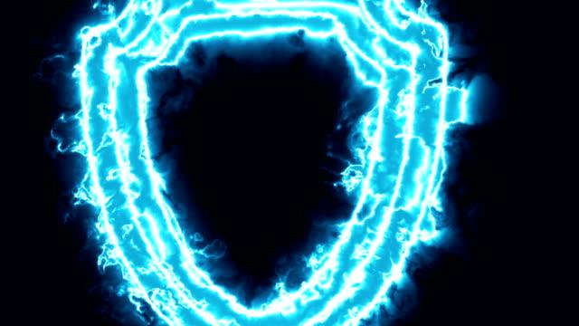 vídeos de stock e filmes b-roll de animation of the protection logo in a blue energy field or fire - escudo