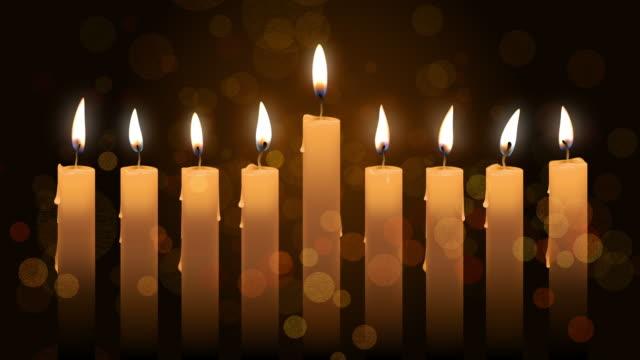 vídeos y material grabado en eventos de stock de animación con velas hanukkah sobre fondo bokeh. metraje de 4k - hanukkah