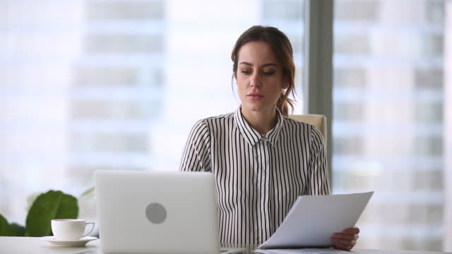 annoyed stressed businesswoman mad about computer problem leaving office workplace - errore video stock e b–roll