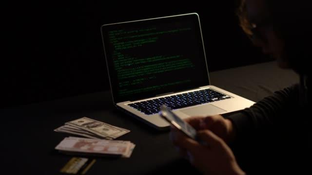 anonym dator hacker - kriminell bildbanksvideor och videomaterial från bakom kulisserna
