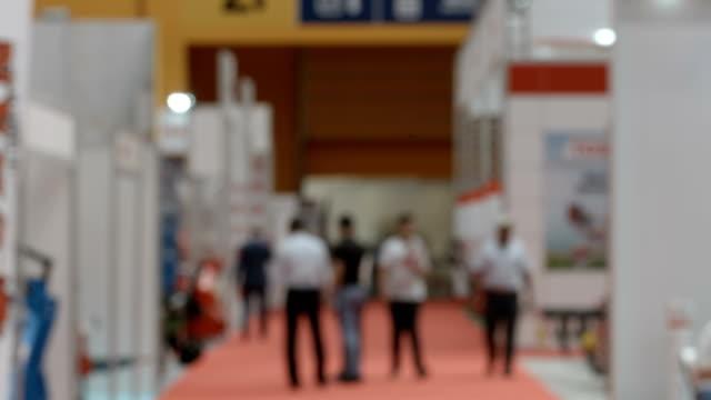 フェアで匿名の群衆 - 展示会点の映像素材/bロール