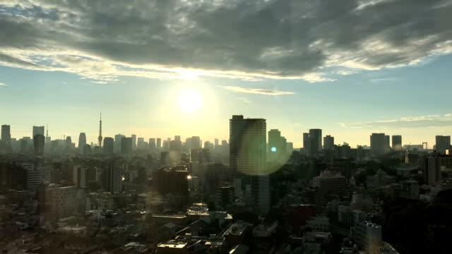 東京市のもう一つの美しい夏の日 - 夜明け点の映像素材/bロール