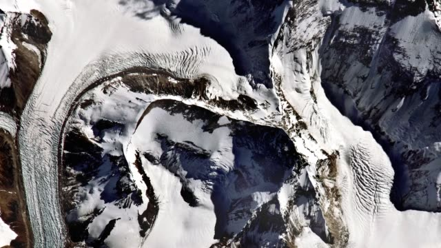 antarctic coast seen from space. - ледник стоковые видео и кадры b-roll