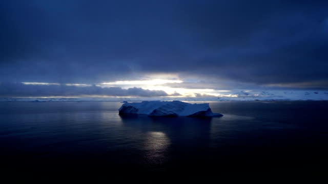 penisola antartica - ghiaccio galleggiante video stock e b–roll