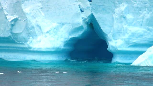 南極大陸-南極半島-表の氷山 Bransfield 海峡 ビデオ
