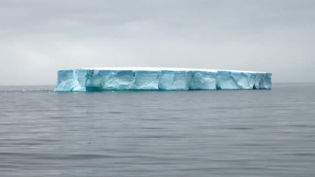 Antartica-gran Iceberg Tabular - vídeo