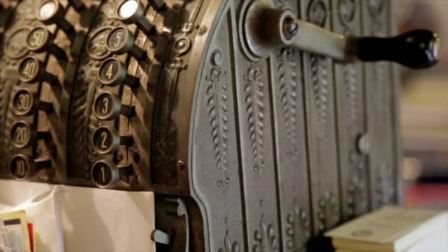 antike bargeld bar - antique shop stock-videos und b-roll-filmmaterial