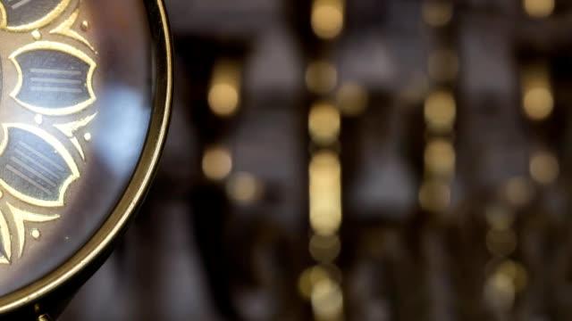 antik guld klocka - alarm clock bildbanksvideor och videomaterial från bakom kulisserna