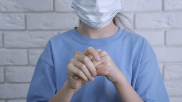 antiviral spray. - resistance bacteria bildbanksvideor och videomaterial från bakom kulisserna