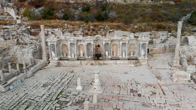 antonine nymphaeum / fountain at sagalassos , dolly shoot - attyka grecja filmów i materiałów b-roll