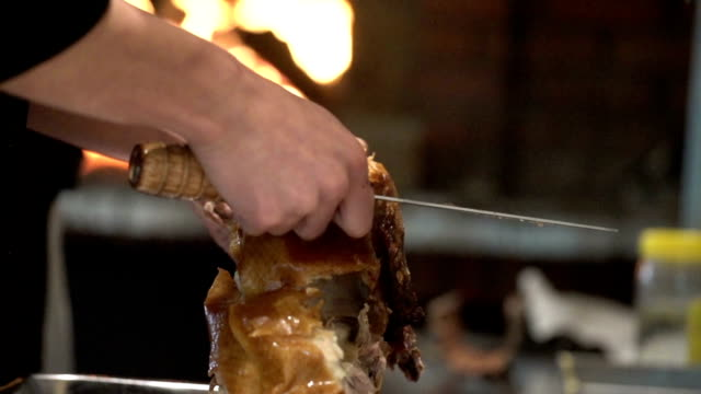 apart roasted duck on plate in kitchen - porcellana video stock e b–roll