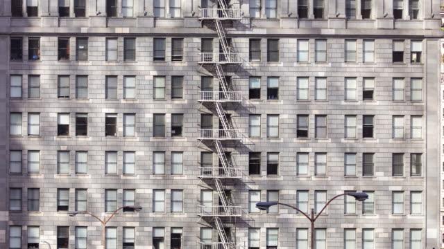 ombre del condominio - time lapse - inquadratura fissa video stock e b–roll
